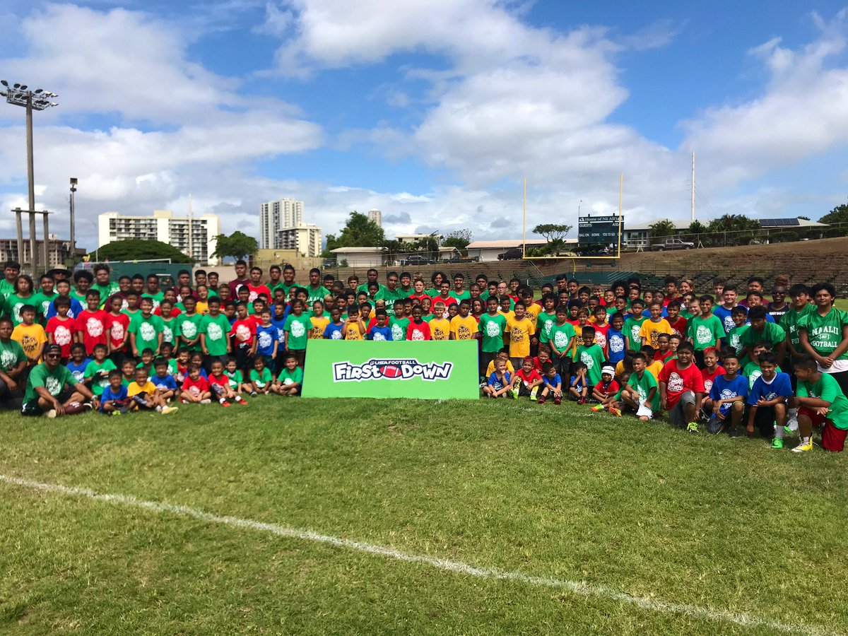 A big MAHALO to everyone who joined us in Hawaii for #MyFirstDown! We had an awesome time! 🤙 Thank you to our supporters as well, @ESPNCitizenship and @AIGinsurance! 👍