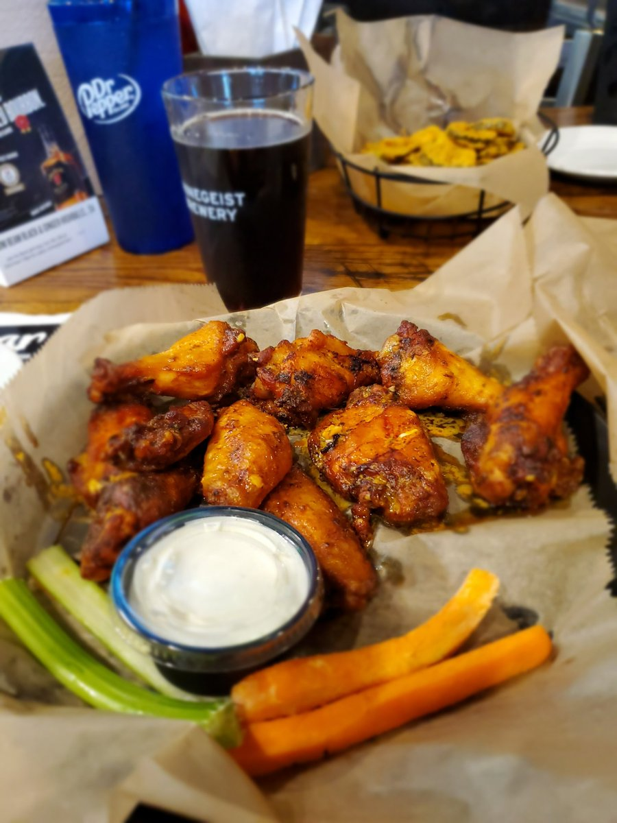 Having a @ShannonTheDude brew and wings at @KSBarAndGrille before heading back home to Alabama. Delicious brew and phenomenal wings! Great way to end a trip through Lexington. <br>http://pic.twitter.com/ewtjqbVsyV
