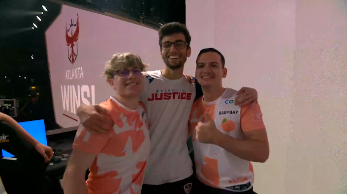 @ATLReign We didnt get the W, but we did get this sweet pic! GGWP! 🤝