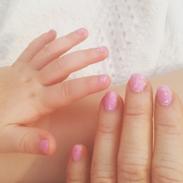 When you've had a fairly rough couple of days, there's nothing better than spending our Saturday morning doing our nails in front of the tv. Pink and sparkly makes anything better! #mummydaughter #sparkles #pinknails #glitternails #andrelax