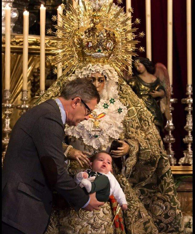"""#EvangelioDelDía: Mt 19, 13-15. """"No impidáis a los niños acercarse a mí; de los que son como ellos es el reino de los cielos"""". #SpesNostra 📷Ángel Hdez. torres."""