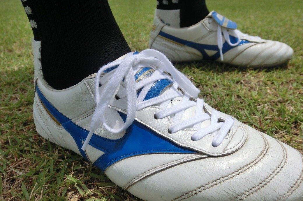 サッカースパイク レビューミズノ モレリア2 の折り返しタンをシューレースの下に折り込んで履く着用法をやってみた感想など!