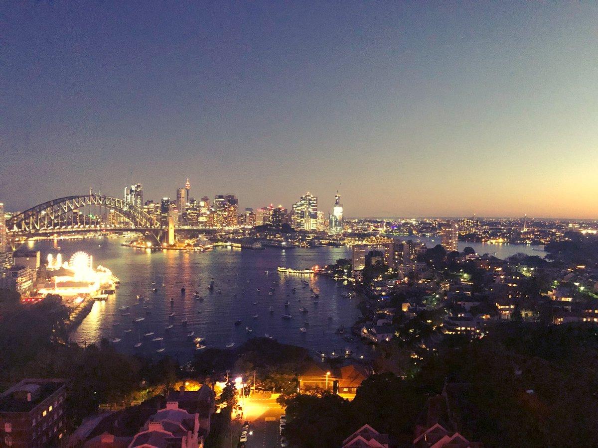 Sydney. Dusk. View from my hotel room. 👌🏽 instagram.com/p/B1Qff4QgtRM/