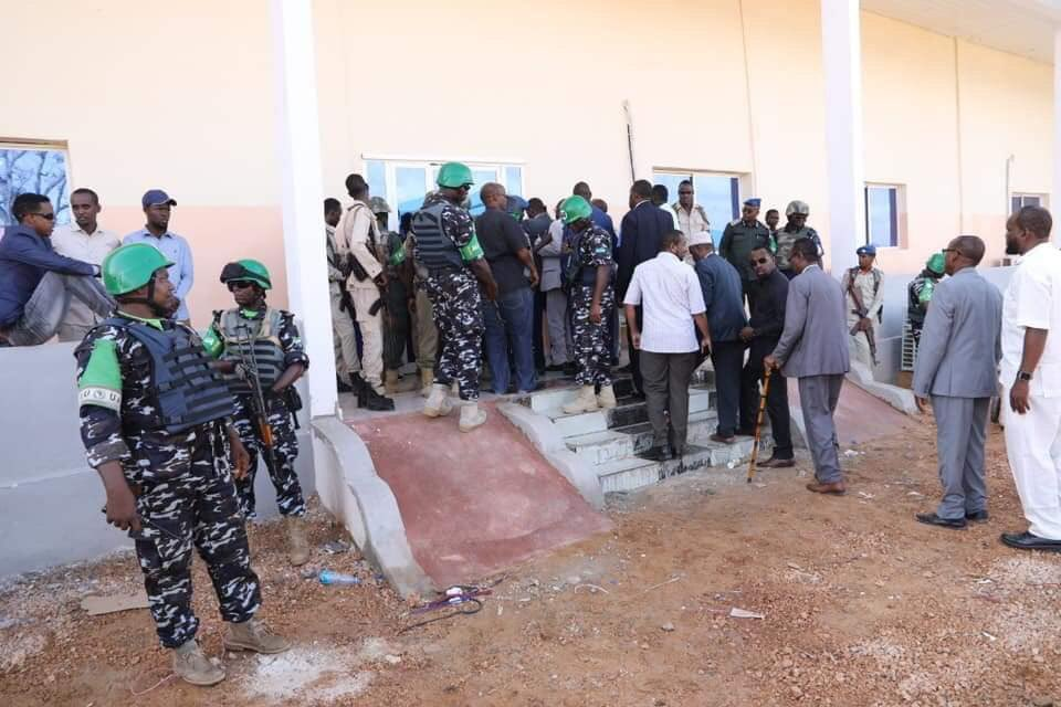 Security at the polling stations in Kismayo for the election of the Jubaland leadership of parliament in Kismayo #Somalia is secured and safeguarded by both Jubaland Police and AMISOM Police. <br>http://pic.twitter.com/yzEsq9bkR7