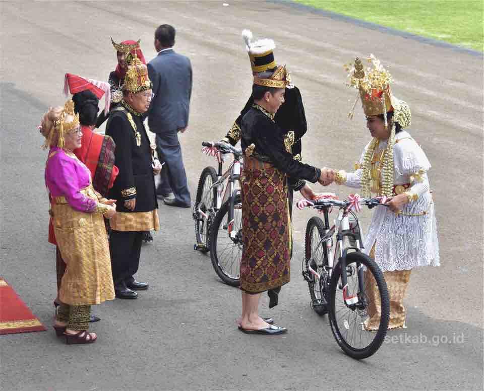 Ini nih, 3 Baju Daerah yang Menang di Upacara HUT Ke-74 RI di Istana Negara