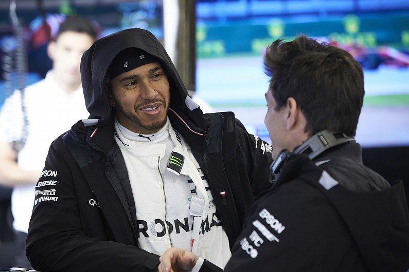 Wolff: Hamilton'ın kişiliği sürücülüğünden daha fazla gelişti   🔗👉 http://www.sonsektor.com/haberler/wolff-hamiltonin-kisiligi-suruculugunden-daha-fazla-gelisti-64972/…   #F1