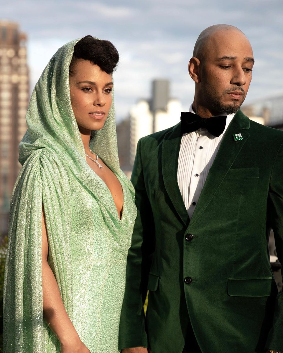 @aliciakeys looking effortlessly divine with her man, @THEREALSWIZZZ at the 2019 Met Gala.   https://www. instagram.com/p/BxLS6coA4JI/ ?igshid=1f7xpdxmg9ehs  … <br>http://pic.twitter.com/9bq3jUEr7y