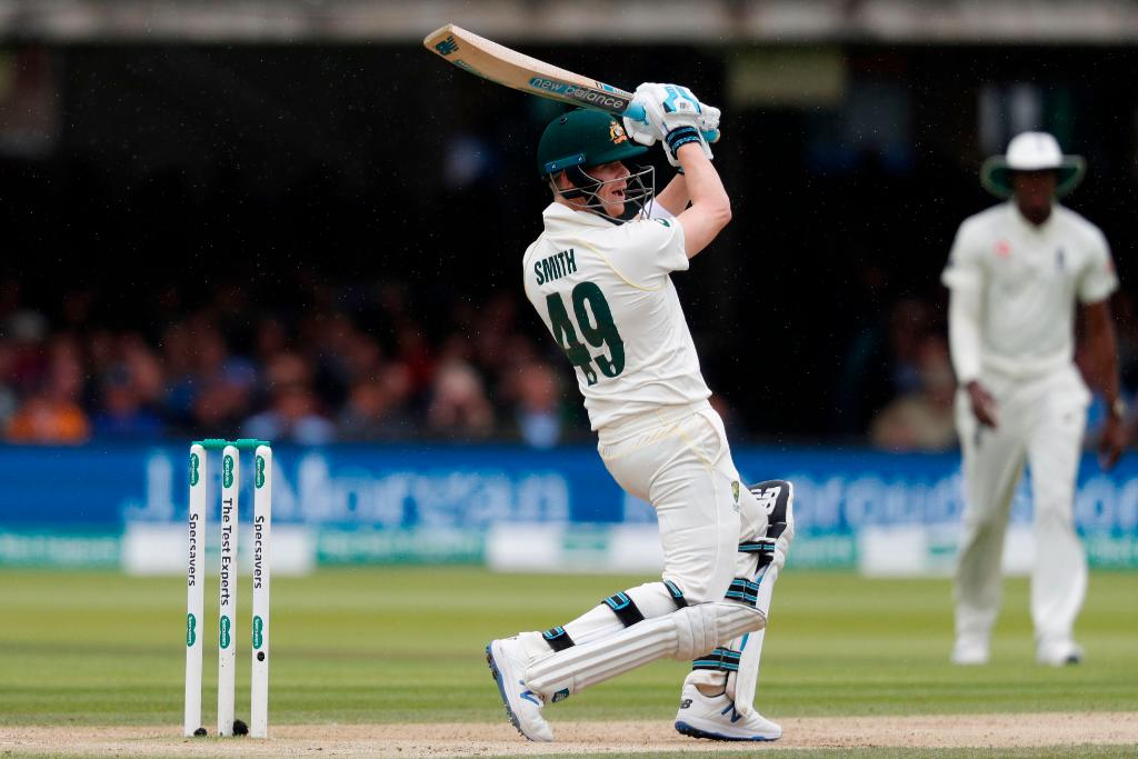 Day 4 is underway at Lords. Can England get Steve Smith out? #Ashes live 👇 bit.ly/Eng-v-Aus2