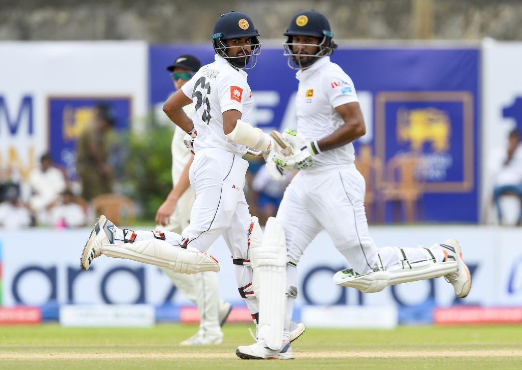 Tea in Galle! A solid start from the Sri Lanka as they go into the interval 76/0. #SLvNZ scorecard ➡️ bit.ly/SLvNZ1