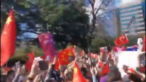 Chinese overseas gather in Sydney, Australia on Saturday in support of One China while waving the Chinese national flag and singing China's national anthem March of the Volunteers. #香港