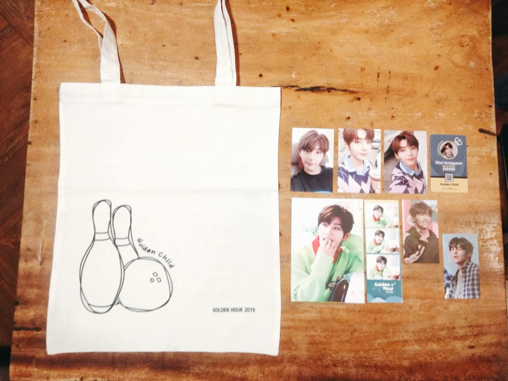 For Y Golden Hour Goods Details: 3pcs Photocard 1pc ID Card 1pc photostrip 1pc postcard 1pc totebag free 2pcs photocard from YMELUV  Price: 70K (exclude shipping fee) Notes: limited stock only 4pcs left <br>http://pic.twitter.com/F9xAWfqigP