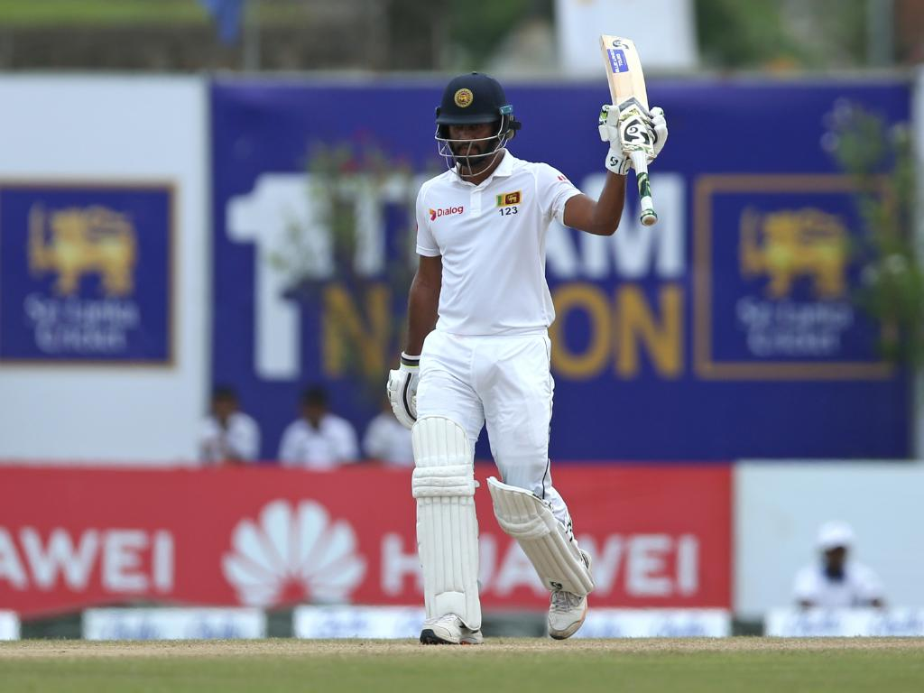 The skipper leading by example for Sri Lanka! He has passed fifty and Sri Lanka are 90/0 chasing 268 to win the first Test against New Zealand. Follow #SLvNZ 👇 bit.ly/SLvNZ1