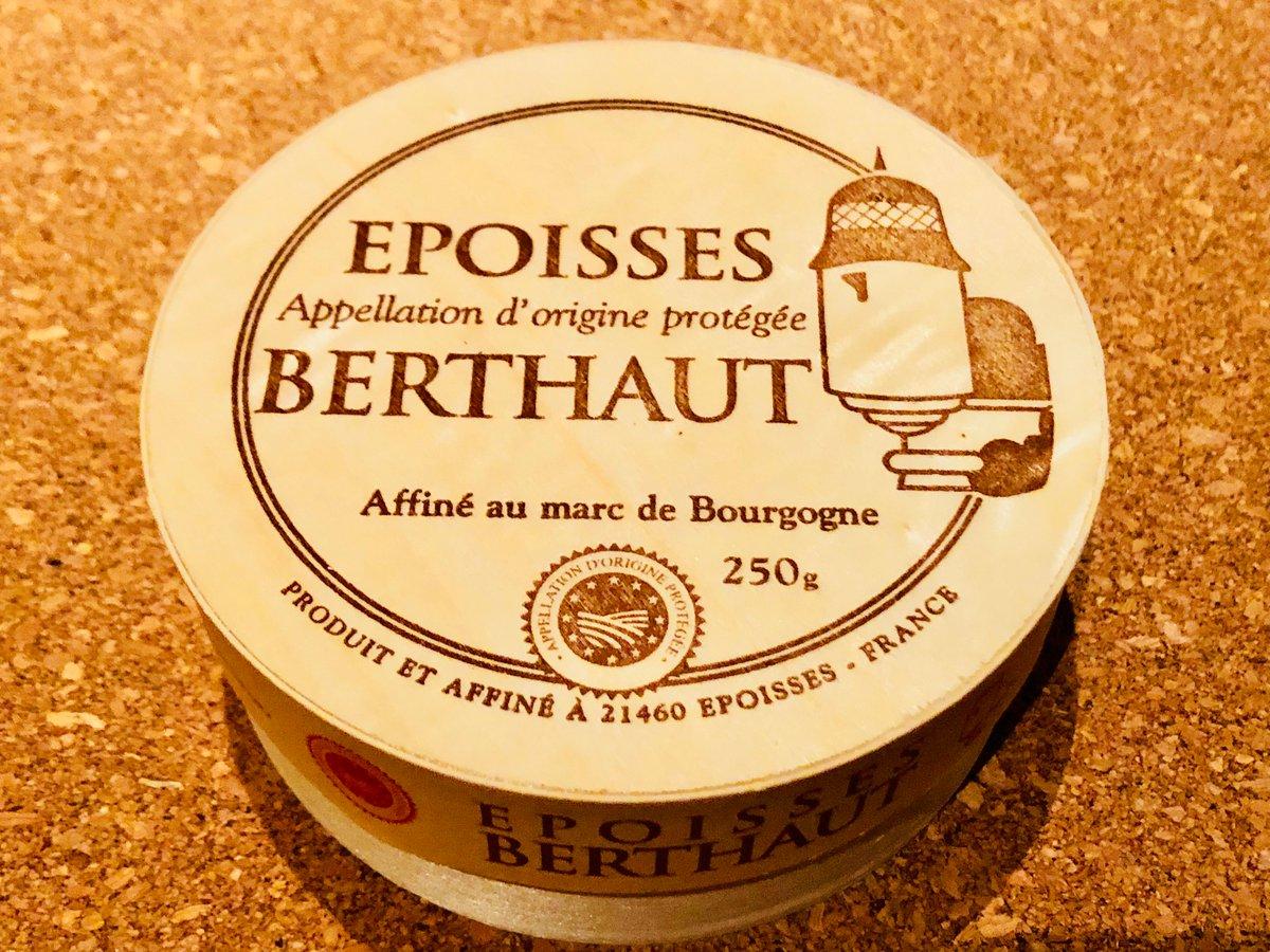 フランス・ブルゴーニ生まれのウォッシュチーズ「エポワス」。  塩水とマールという滓とりブランデーで表面を洗ってリネンス菌を繁殖させた歴史あるチーズ。  一時期絶滅しかけたが、こちらのベルトー社が復興させいまでは代表的なナチュラルチーズの一種に数えられるほどになりました。