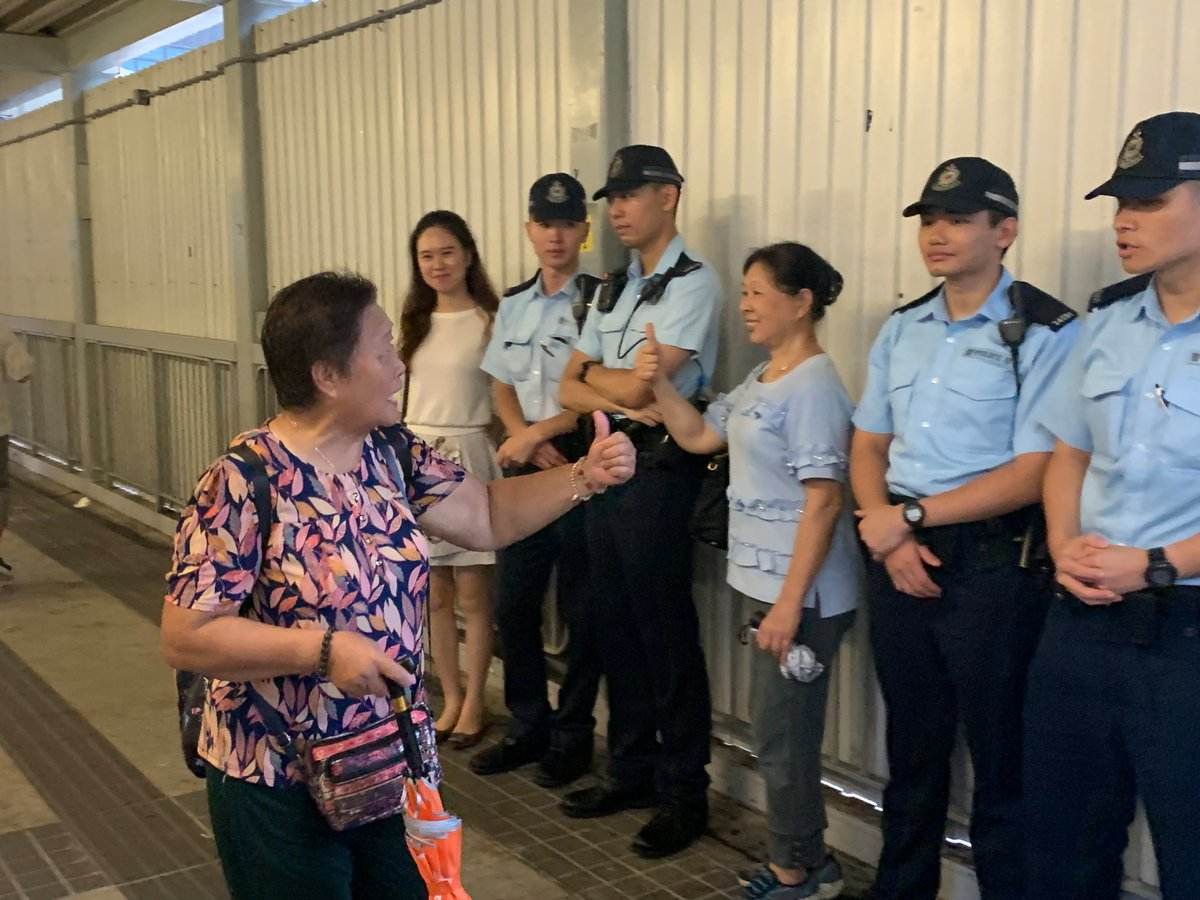 """After the assembly ended, participants took photos with police officers on duty, cheering them on by chanting """"Good job! Officers!"""" A woman told GT that she feels grateful for @hkpoliceforce sacrifices amid recent riots and thankful for their efforts in safeguarding #HongKong"""