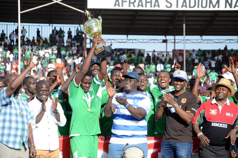 How about winning the trophy after beating a rival ? Haron Shakava lifts the trophy the Super Cup trophy after Gor Mahia cornered Leopards ( 1-0) in January 2018. One of the sweetest thing ever. ⚽️Gor Mahia vs Bandari 🗓18/08/19 🏟Machakos ⏰4:15 pm #Sirkal #KPLSuperCup