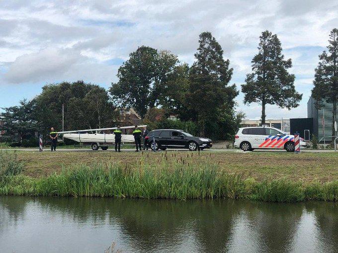 Catamaran iets te lang. Deze is staande gehouden aan de Burgemeester Elsenweg Naaldwijk. https://t.co/Zyn9xa2aOg