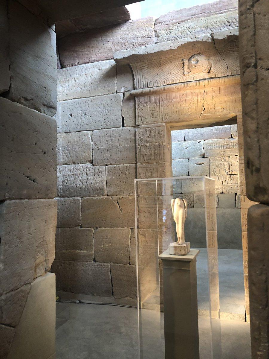 الاثار المسروقة من مصر في متحف The Metropolitan Museum of Art في نيورك، في قسم قعدت فيه ساعتين بس اثار من مصر! ناهبين العالم!