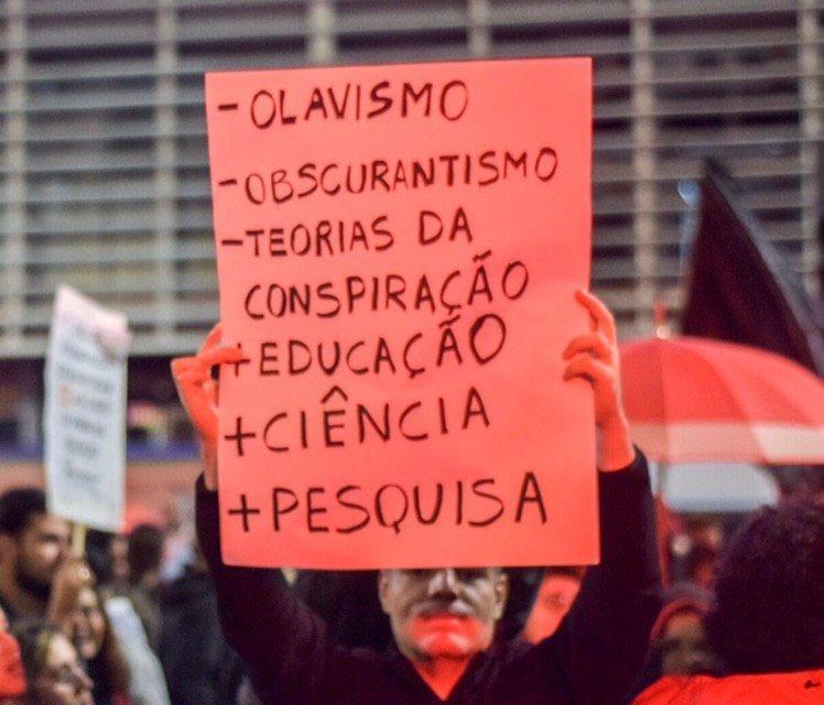 +Paulo Freire, -Olavo de Carvalho.  Foto: Chokito - @cucadaune  Registro do #Tsunami13Agosto https://t.co/luasXRTcvK