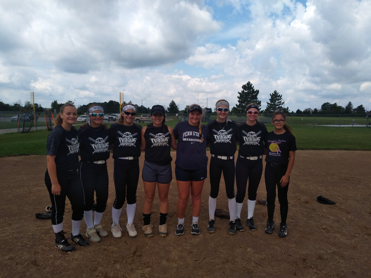 It's a good day at practice when you when you get a surprise visit from D-web!!! Outlaws alums giving back! @d_weber21 @autlynn_  @d1fastpitch1<br>http://pic.twitter.com/xx7JqtkaWc