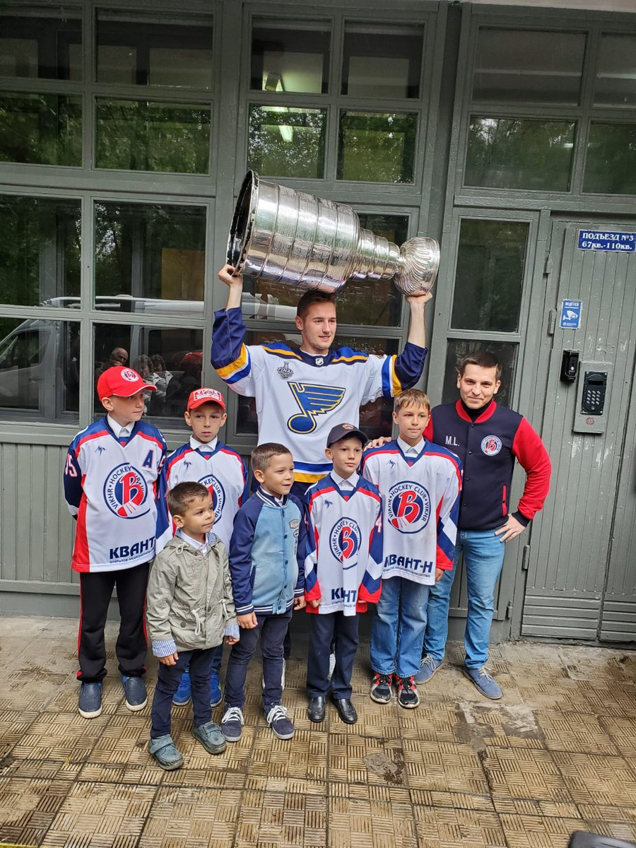 Sharing his day with some young hockey players in and around where @dynamo_ru play in Moscow @nhl @Barbashev2295 #StanleyCup @StLouisBlues @HockeyHallFame