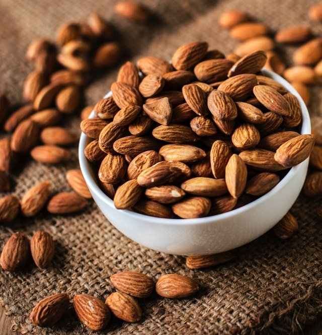 The skins of #almonds  are rich in #antioxidants, especially polyphenols, which may protect against several chronic illnesses, including heart disease and type 2 #diabetes. #hearthealth <br>http://pic.twitter.com/CkHz8ofqYg