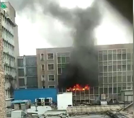 Fire broke out in PC block near the emergency ward on the 2nd floor at All India Institute of Medical Sciences, Delhi. Brought under control with the help of 34 fire tenders. Patients being shifted to a safer place. No casualty reported. Salute to fire fighters. 🙏 #AIIMS