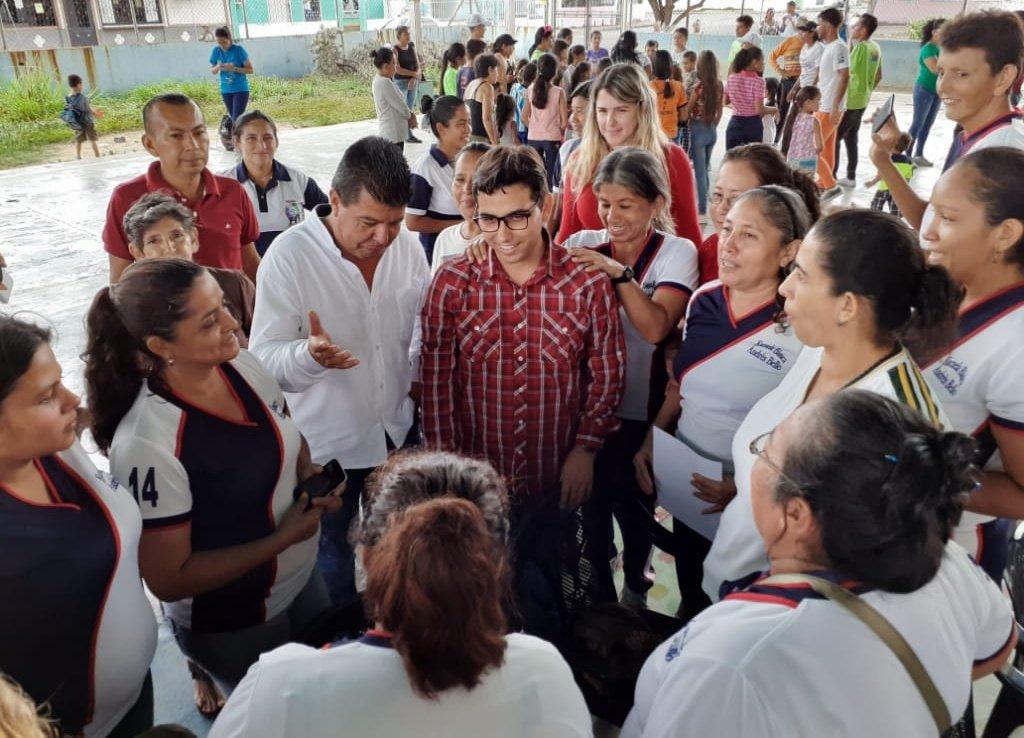 En la EPNB Andrés Bello de #Mérida compartimos clases de Música, Medicina Natural Ancestral y jornada Deportiva y Recreativa en el Plan de #AgostoEscuelasAbiertas, con el cual se suman 15.000 planteles en el país al #PlanVacacionalComunitario2019. @NicolasMaduro🇻🇪 @psuvaristobulo