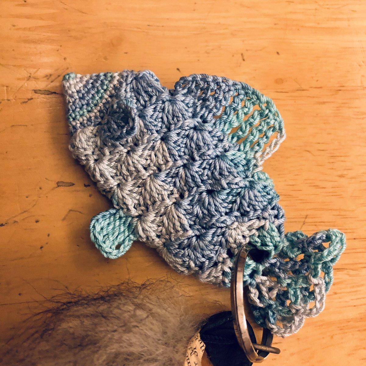 test ツイッターメディア - #DAISO #ダイソー #編み物 #カギ針編み #魚  レースヤーンミックス アクアでお魚モチーフのキーチャーム 行き当たりばったりのオリジナルです🐟 https://t.co/rhP3h4Qn4Y