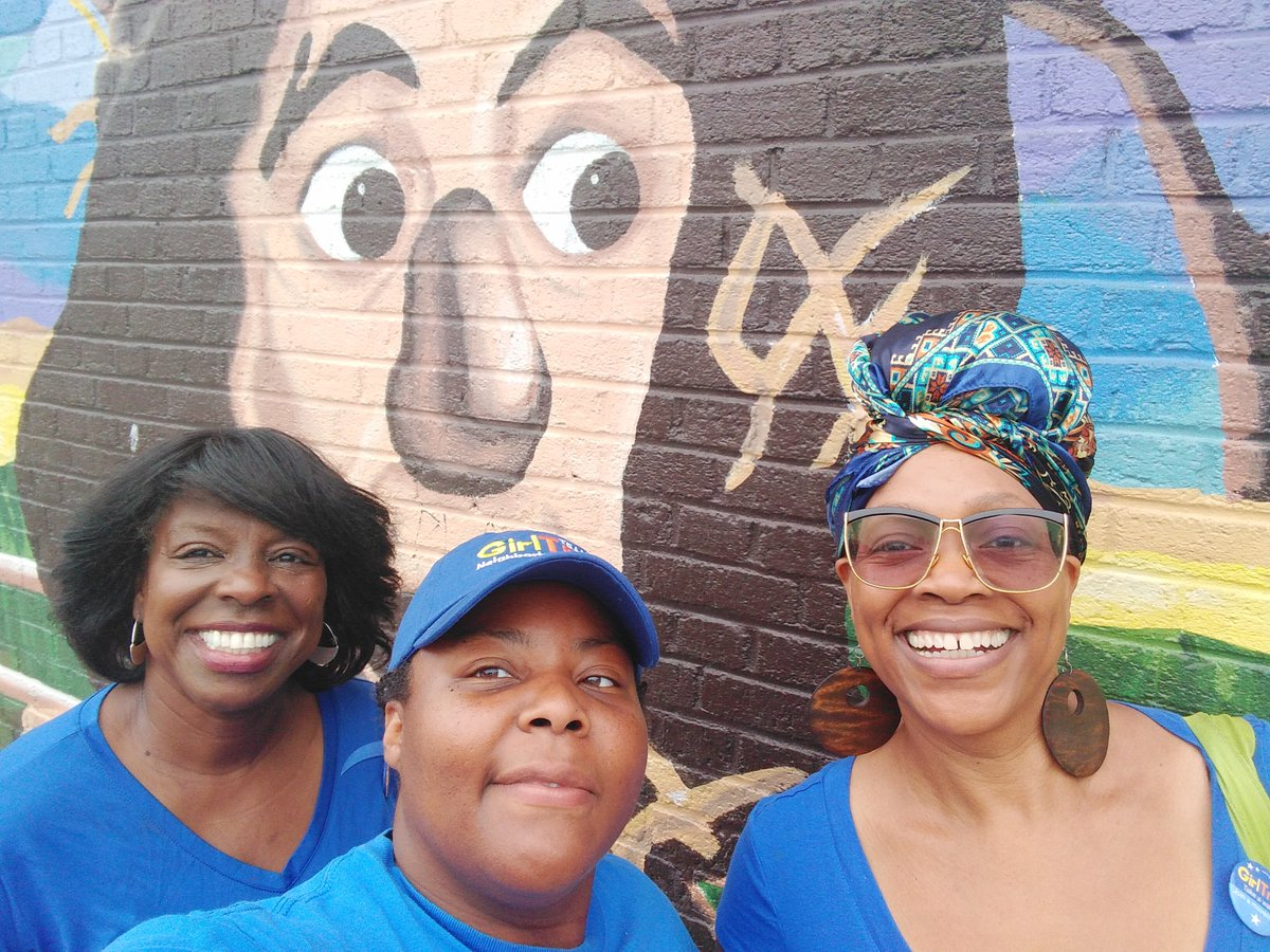 Another @GirlTrek walk in the books. We met a new trekkker to join us next week. Yep, we took out photo in front of the Scarecrow mural. Love that Dorchester history. #1000blackneighborhoods #Dorchester<br>http://pic.twitter.com/gBf10flX4J