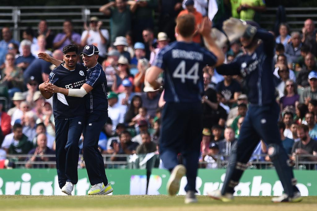 Papua New Guinea set Scotland 206 to win! Hamza Tahir the star for Scotland taking 4/37 from his 10 overs. Watch the Scotland chase ➡️ bit.ly/SCOvPNGstream