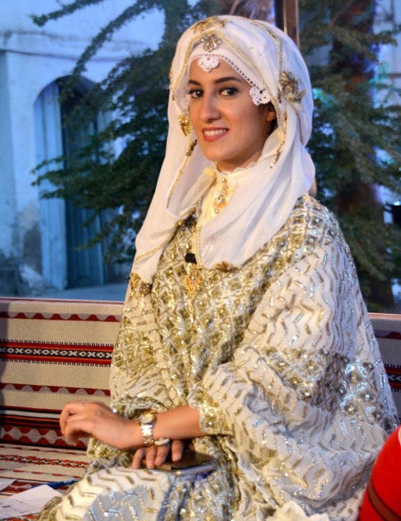 Saudi traditional dress for women, particularly in Makkah  <br>http://pic.twitter.com/EREEElddUJ