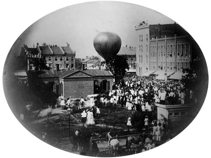 On this day in 1859, balloonist John Wise attempted a transcontinental flight from Lafayette, Indiana in Jupiter. Although unsuccessful in his attempt, he did make history: it was the first officially sanctioned airmail flight. More from @postalmuseum: s.si.edu/33xct4a