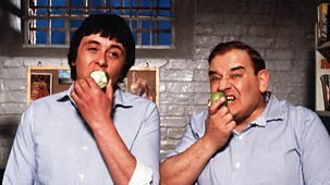 Ahead of Porridge screening on BBC Two at 12.35am, here's my FourFourTwo piece on cult football TV shows and films. Did you know the HMP Slade XI included Karl Howman, Never The Twain's Derek Deadman and impro king Steve Steen? @FourFourTwo #Porridge https://www.fourfourtwo.com/features/23-things-you-didnt-know-about-cult-football-tv-films…