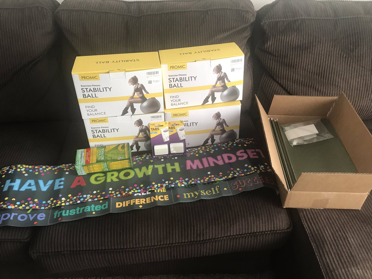 Just had my #1 wish purchased from my list, a $360 horseshoe table thanks to a college friend!!! I never thought I would actually be gifted the table.  Beyond blessed and have received some other must have items as well. Thank you everybody #clearthelists #clearthelistseveryday <br>http://pic.twitter.com/PAjqvAHri8
