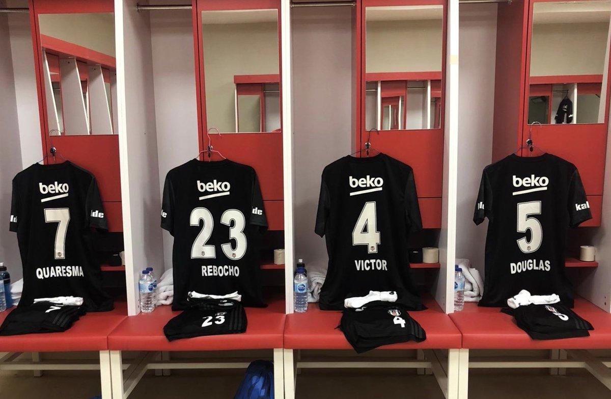 Asil formalarımız, Yeni 4 Eylül Stadı soyunma odasında futbolcularımızı bekliyor! ⚫️⚪️ #Beşiktaş