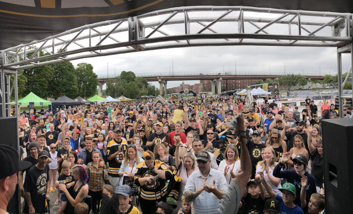 It was another awesome afternoon at #BruinsTour. Thank you, @Manchester_NH!
