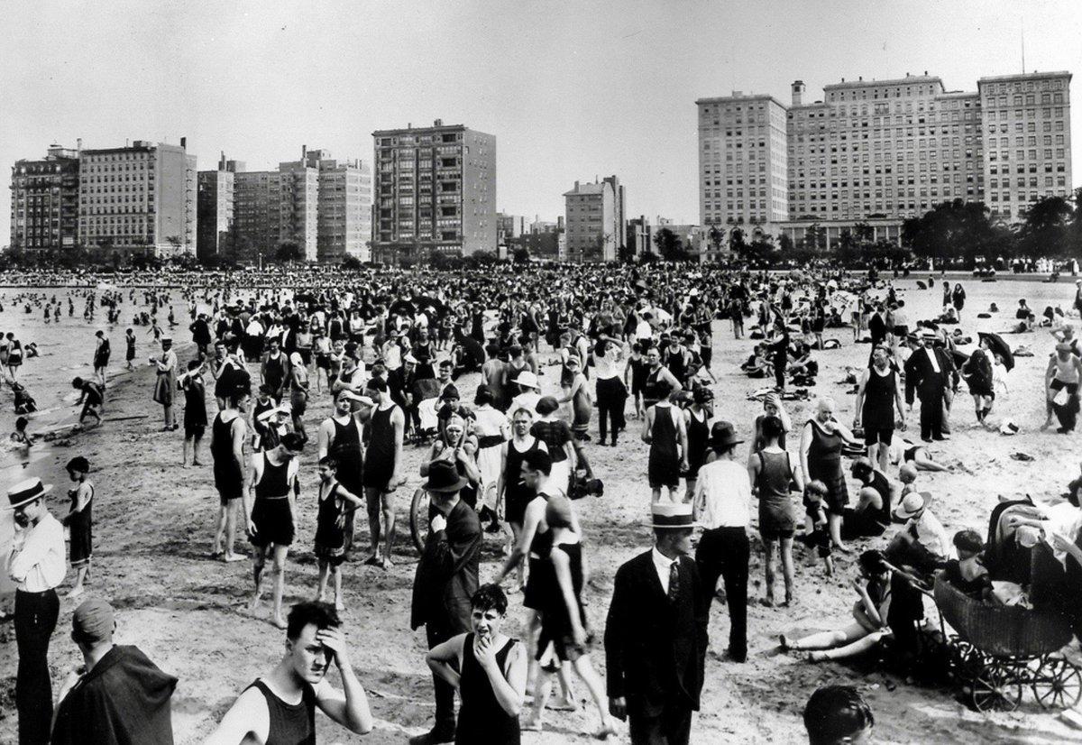 Oak Street Beach, Chicago, 1920: #Kaufman