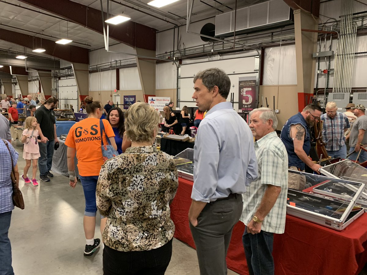Beto O'Rourke just went to a gun show in Conway, Arkansas where he spoke with firearm owners & sellers about gun violence. He spent about 30 minutes discussing possible solutions with people who had agreements and disagreements with the fmr congressman. ✍🏻 coming @ABCPolitics