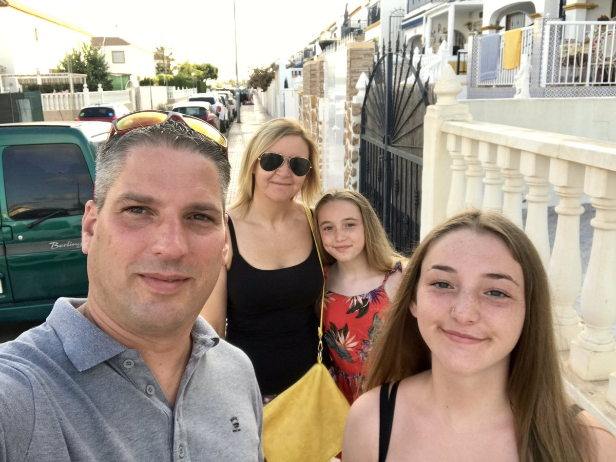 On our way out for food 🥘 🇪🇸 Costa    Blanca