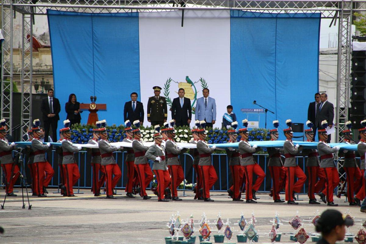 En la Plaza de la Constitución celebran el 147 aniversario de la bandera nacional, a donde asistieron autoridades de gobierno.