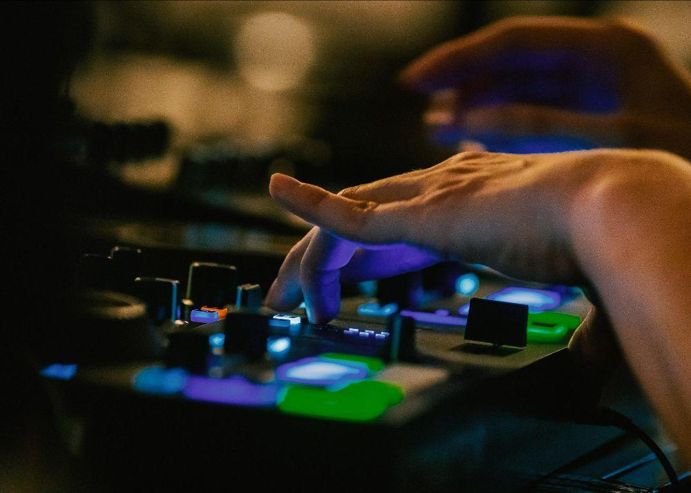 Hey #UK: Register for this free workshop and brush up on your music production DJ and skills this summer. Info:  http:// bit.ly/BDCWorkshops     #BeatMakers<br>http://pic.twitter.com/tu1DwkxkRF