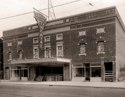 The Danforth Music Hall is celebrating its 100th birthday this weekend, making it one of Torontos oldest buildings still operating as an actual concert venue. More about the Hall: ow.ly/BQBN50vzzO6 @TheDanforthMH #Danforth100