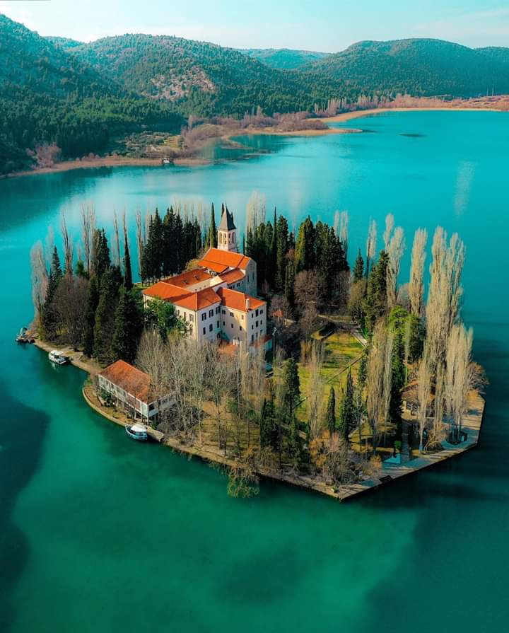 Island Visovac   It has a large monastery, a souvenir shop, a small mooring boat and even a telephone boothThe monastery is special and has in itThe monks still live, work and pray here. Beautiful place, highly recommended to breathe here #Croatia #SaturdayMotivation <br>http://pic.twitter.com/3wTi6xTxUP