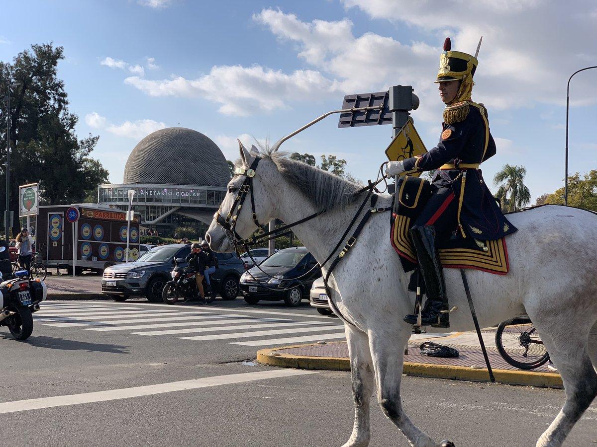 Regresando al Cuartel frente al @planetarioBA luego del homenaje al Libertador en la Plaza San Martín por el 169° aniversario de su tránsito a la Gloria 🇦🇷#SemanaSanmartiniana #EsteEsTuEjercito