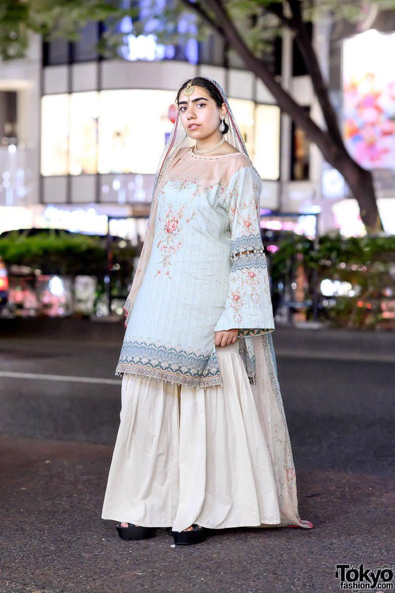 """20-year-old UK student/game designer Sanaa (@glumgrrl) on the street in Harajuku on Eid Mubarak wearing a pastel top from Bonanza Satrangi with Khaadi bottoms and accessories from """"somewhere in Pakistan"""" #原宿  http:// tokyofashion.com/harajuku-paste l-bonanza-satrangi-khaadi-accessories-pakistan/  … <br>http://pic.twitter.com/tZpEv3RIzB"""