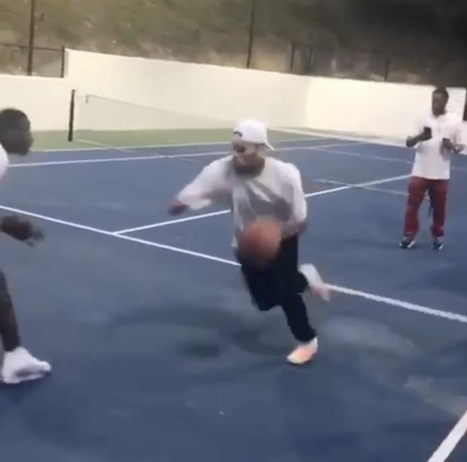 Chris Brown Can Hoop 🏀
