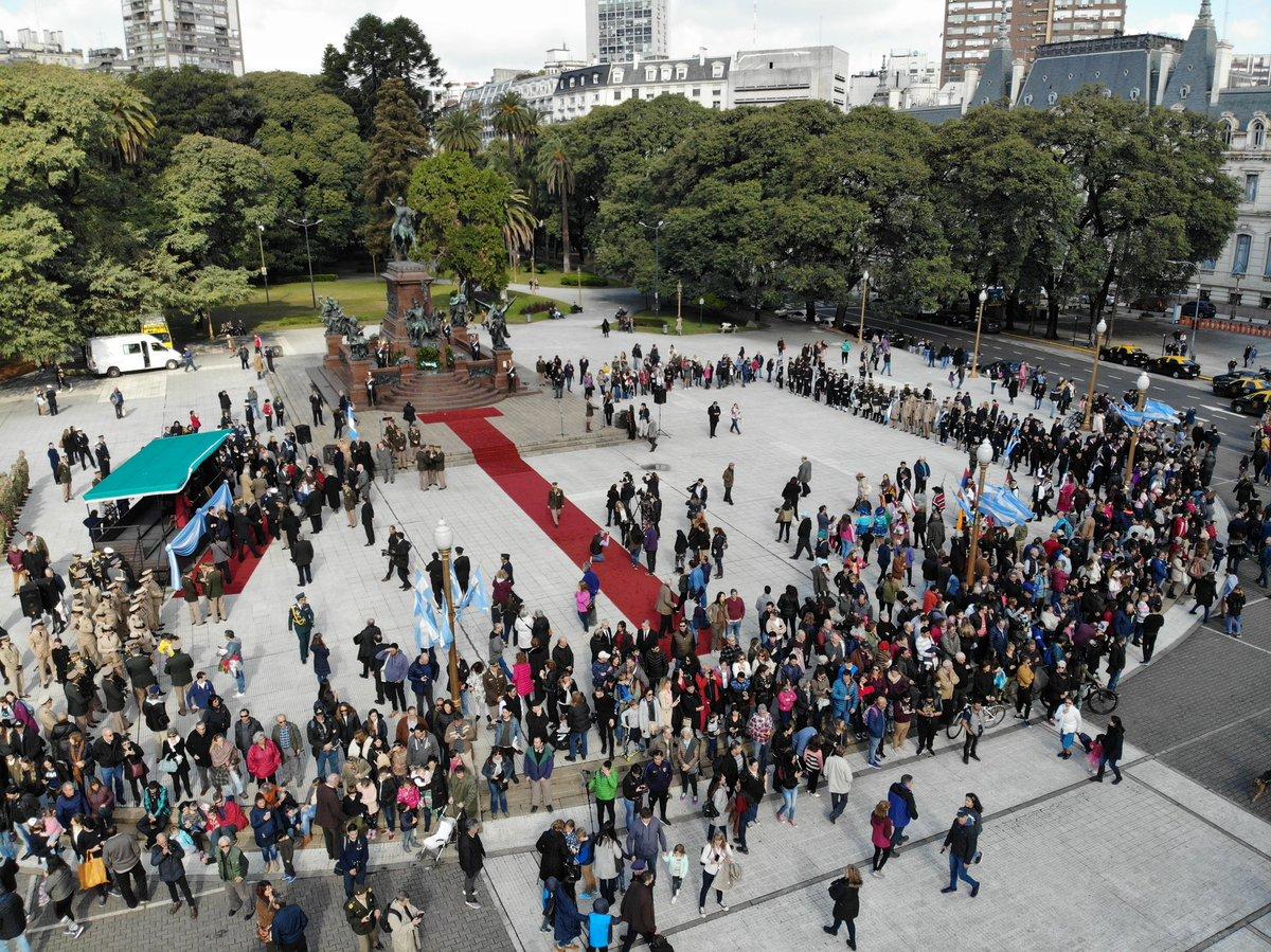 La Ceremonia en la Plaza San Martín en homenaje al Libertador en el 169° aniversario de su tránsito a la Gloria desde nuestro drone 🇦🇷#SemanaSanmartiniana #EsteEsTuEjercito