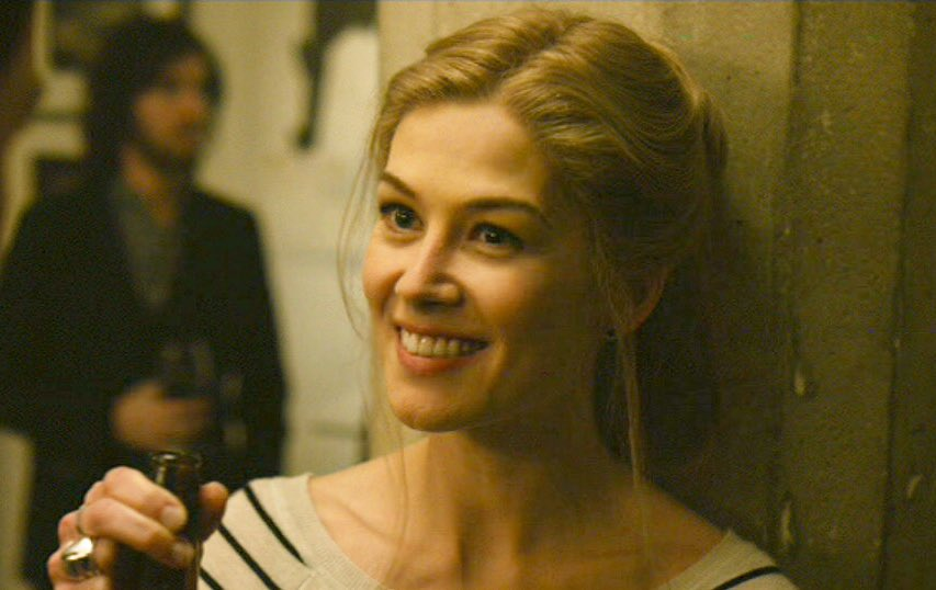 okay but rosamund pike as amy elliott dunne though <br>http://pic.twitter.com/ib20UprKby