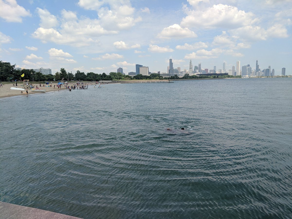 #ChiSwimReport 8/17/19: There are no advisories based on water quality today. Swim advisories may be implemented by lifeguards if water/weather conditions become dangerous. Check the flag color at the beach or at chicagoparkdistrict.com/beaches before swimming.