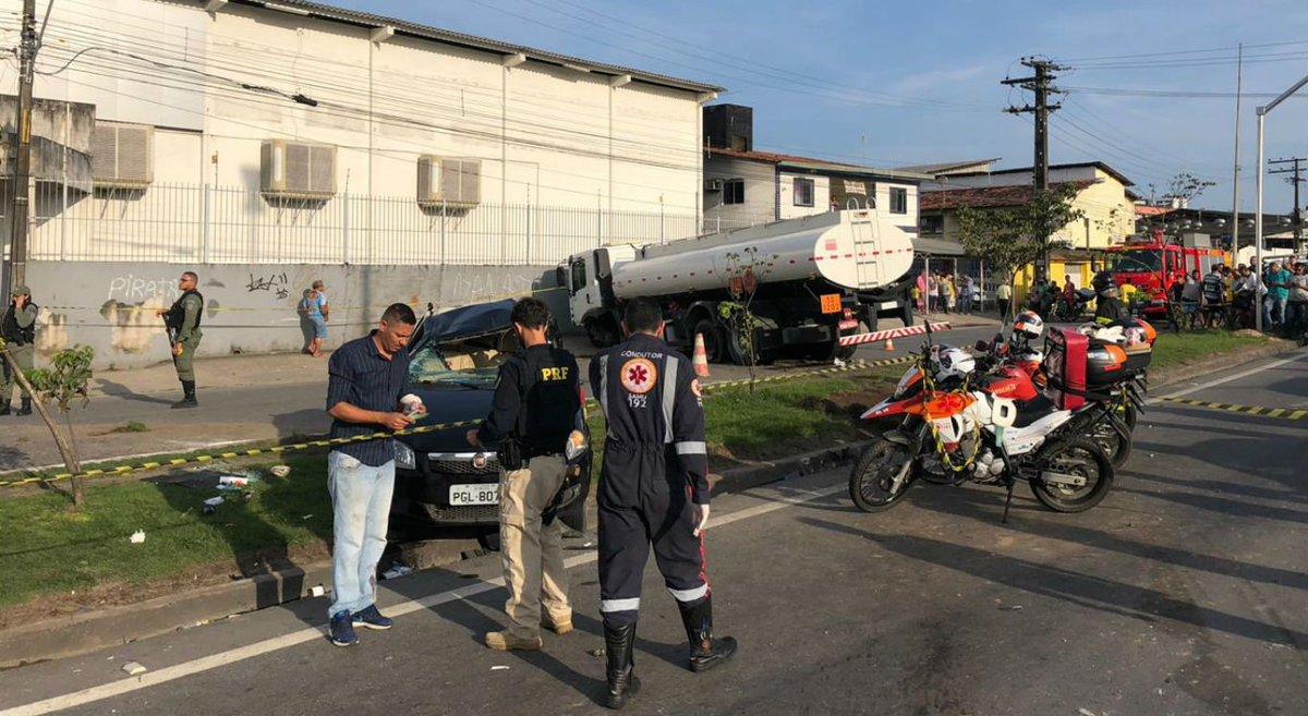 Acidente entre caminhão e três carros deixa mulher morta e 8 feridos >>>